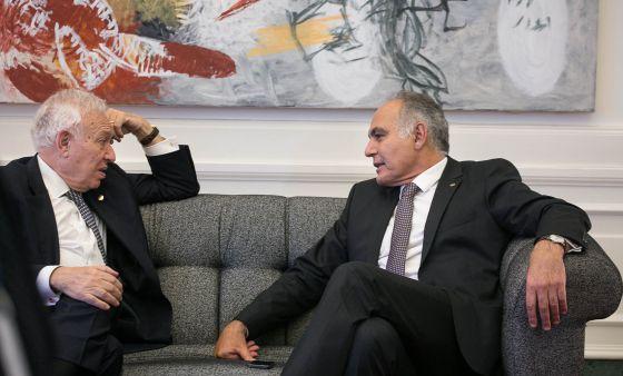 ose Manuel Garcia Margallo con su homólogo Mezouar Salaheddine. / ALBERT GARCIA