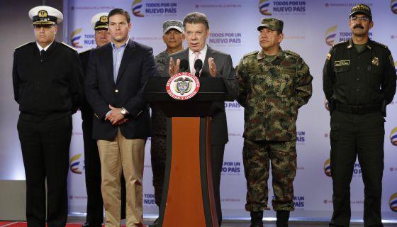Santos en el momento que anunció la muerte de los guerrilleros. / FERNANDO VERGARA (AP)