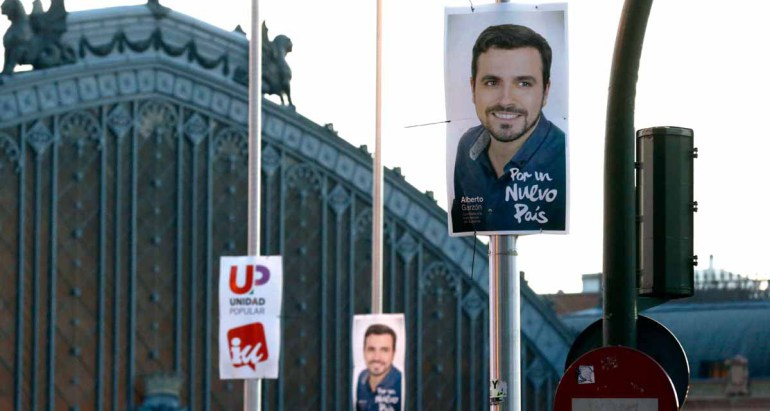 GRA338. MADRID, 15/12/2015.- Carteles electorales de IU-Unidad Popular en la calle Atocha de Madrid durante la campaña electoral para las elecciones generales del próximo 20 de diciembre. EFE/Kiko Huesca
